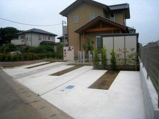 広い和風の前庭