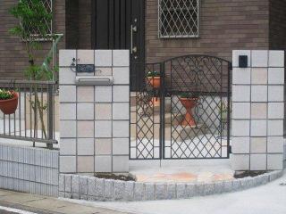 門袖とアイアン門扉