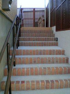 アプローチ階段と手摺