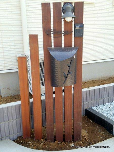 レトロなウリン材の門柱 守谷市