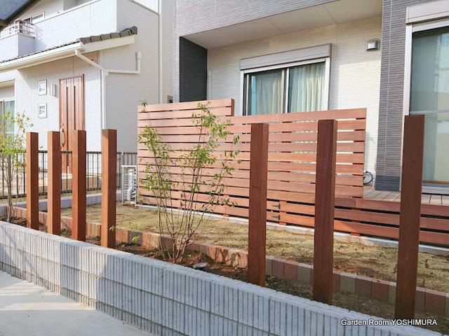 ウッドデッキとフェンスの庭 つくばみらい市