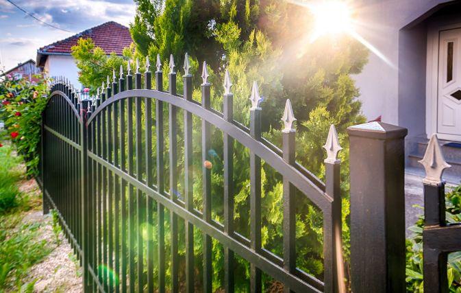 デザイン性の高いアルミ形材フェンス